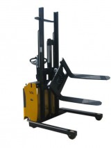Electric stacker with rotating FEM carriage