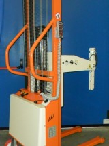 Semi-electric stacker with reels spindle